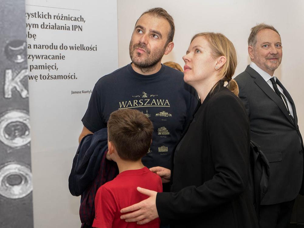 """Exposición; """"Gráfica joven  polaca para la Polonia Independiente""""."""