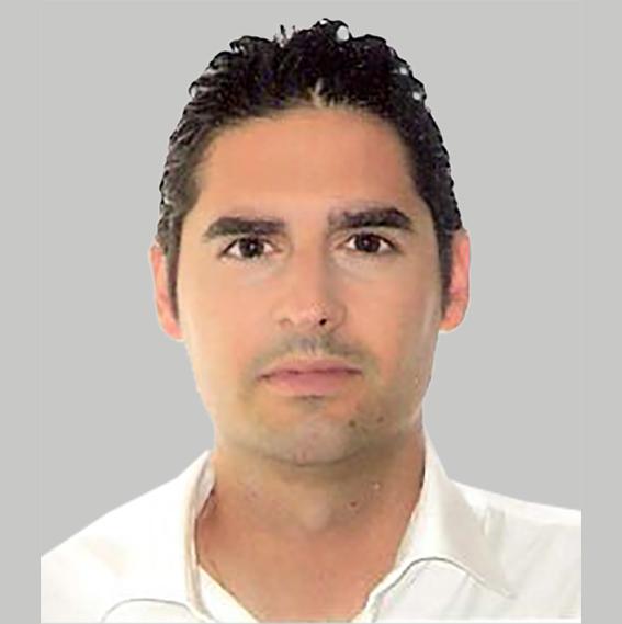 Miguel foto gris 001